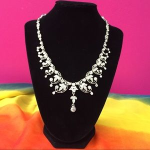 Jewelry - Beautiful Rhinestone Necklace NWOT
